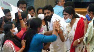 തിരുവനന്തപുരം കോർപറേഷൻ യോഗത്തിൽ വാക്കേറ്റം; ബിജെപി കൗൺസിലർക്ക് സസ്പെൻഷൻ